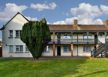 2 bed flat to rent in Court Farm Gardens, Manor Green Road, Epsom KT19
