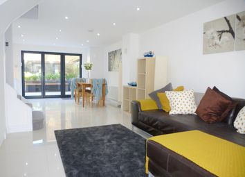 Thumbnail 2 bedroom flat to rent in Kew Foot Road, Richmond