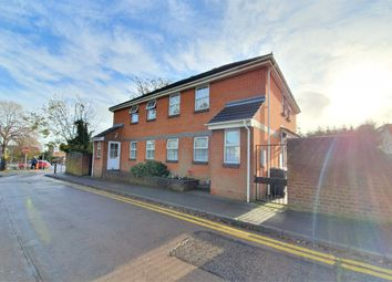 1 bed flat to rent in Castle Close, Rayleigh, Essex SS6