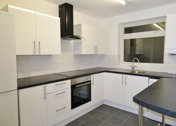 Thumbnail 2 bed flat to rent in Connaught Avenue, Chingford