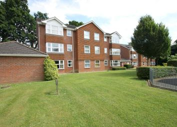 Thumbnail 2 bedroom flat to rent in Bowes Close, Horsham