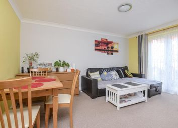 Thumbnail 2 bedroom flat for sale in Newbury, Berkshire