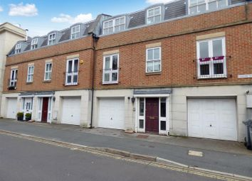 Thumbnail 2 bed flat for sale in Queens Road, Gosport