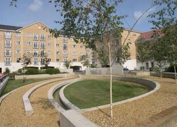 2 bed flat to rent in Channon Court, The Dell, Southampton SO15
