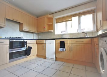 2 bed flat to rent in Woodburn Close, Hendon NW4