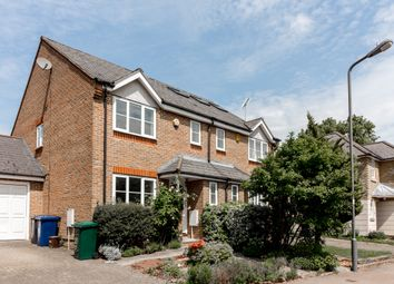 4 bed semi-detached house to rent in Balmoral Avenue, New Southgate N11