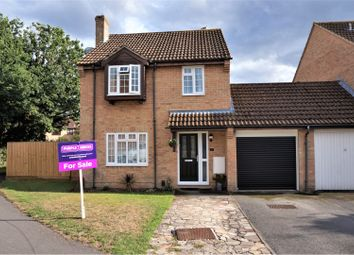 Thumbnail 3 bed detached house for sale in Golding Close, Thatcham