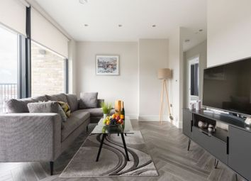 Thumbnail 2 bed flat to rent in Battersea Park Road, London