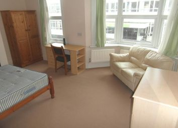 Thumbnail Studio to rent in Room, Charlecote Road