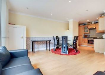 2 bed flat to rent in Goswell Road, London EC1V