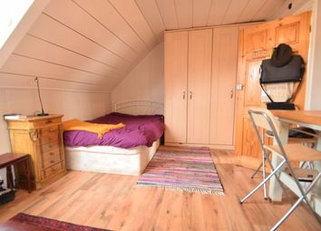Thumbnail Studio to rent in Roxburgh Place, Heaton