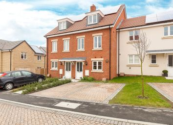 3 bed town house for sale in Binyon Way, Royston SG8