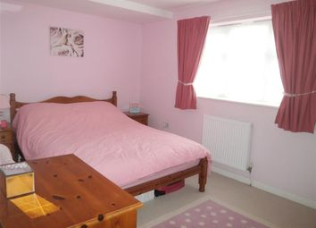 Thumbnail 1 bedroom flat for sale in York Avenue, East Cowes, Isle Of Wight
