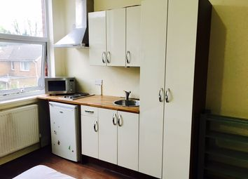 Thumbnail Studio to rent in Council Tax & All Bills Included, Hanger Lane / Ealing