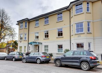 Thumbnail 2 bed flat to rent in Institute Road, Marlow