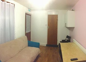 Thumbnail Room to rent in Colegrave Road, London