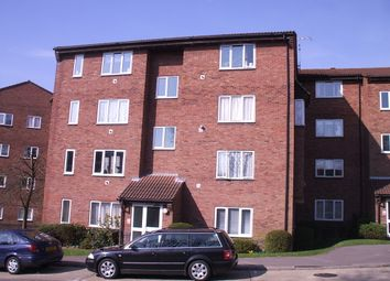 Thumbnail 1 bed flat to rent in St Leonards Park, East Grinstead
