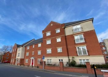 2 bed flat to rent in Manor Gardens Close, Loughborough LE11