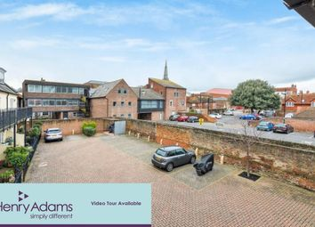 2 bed flat to rent in South Pallant, Chichester PO19