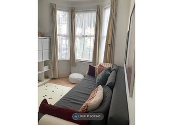 Halley Road, London E12. 1 bed flat