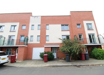 Thumbnail 4 bed town house to rent in Curzon Street, Reading
