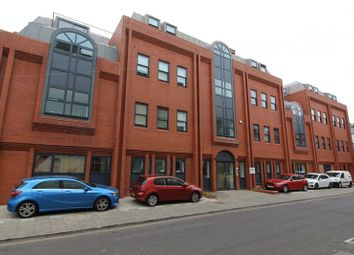 Thumbnail 2 bed flat to rent in Surrey Street, Bristol
