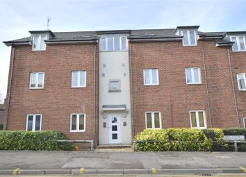 Thumbnail 2 bedroom flat to rent in Hieatt Close, Mount Pleasant, Reading, Berkshire