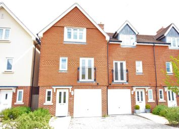 Thumbnail 4 bed flat to rent in Raynham Close, Guildford