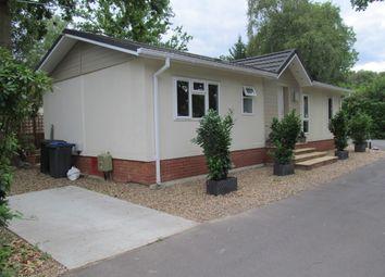 Thumbnail 2 bed mobile/park home for sale in Fangrove Park (Ref 5959), Lyne Lane, Chertsey, Surrey