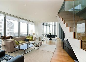 2 bed flat to rent in West India Quay, Hertsmere Road, London E14