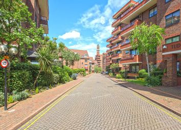 Thumbnail 4 bed property to rent in Windsor Way, London