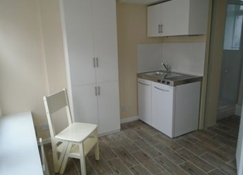 Thumbnail 1 bed flat to rent in Leconfield Road, London