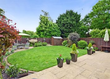Thumbnail 4 bed detached house for sale in Grosvenor Close, Horley, Surrey