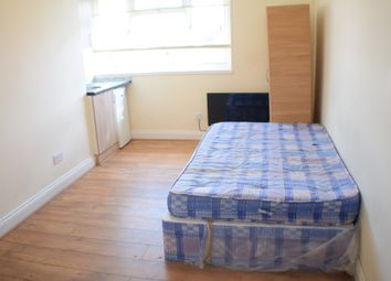 Thumbnail Studio to rent in Prayle Grove, Cricklewood, London