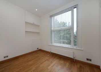 Thumbnail 1 bed flat to rent in Avenue Crescent, London