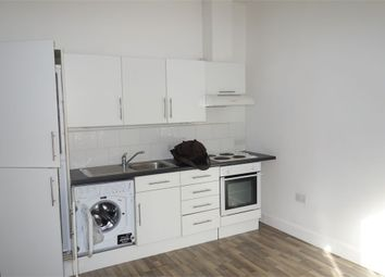 Thumbnail 1 bed flat to rent in Penge Road, London