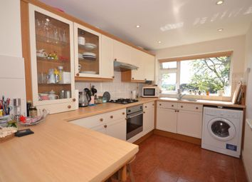 2 bed property to rent in Cedar Drive, London N2