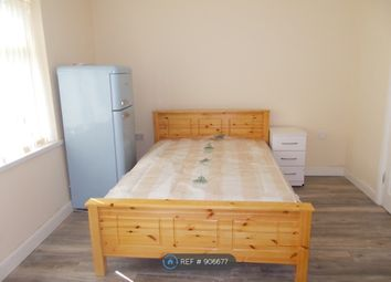 Thumbnail Room to rent in High Street, Pensnett, Brierley Hill
