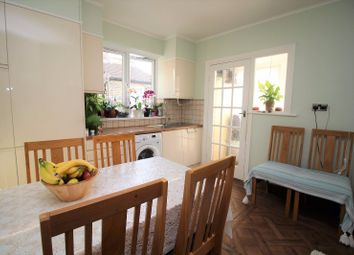 Thumbnail 2 bedroom flat for sale in Chingford Mount Road, Chingford