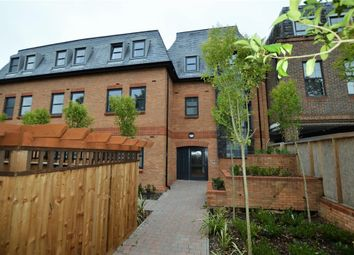 1 bed flat to rent in The Grove, Slough, Berkshire SL1