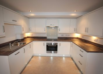 2 bed flat to rent in Warbro Road, Torquay TQ1