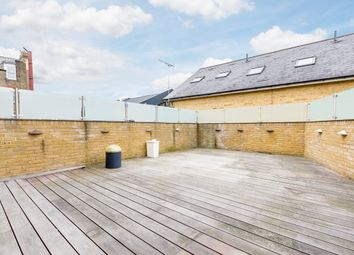 3 bed flat to rent in Sheen Lane, London SW14