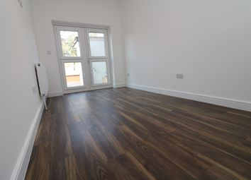 Thumbnail 3 bedroom flat to rent in Clinton Road, London
