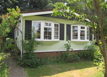 Thumbnail 2 bed mobile/park home for sale in Newlands Park (Ref 5948), Abbotts Langley, Hertfordshire