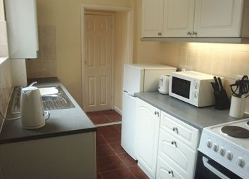 2 bed flat to rent in Reading Road, South Shields NE33