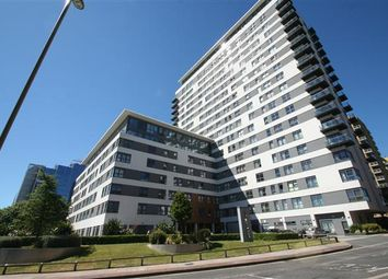 Thumbnail 1 bed flat to rent in Skyline Plaza, Town Centre, Basingstoke, Hants