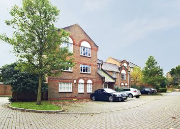 2 bed flat to rent in Catherine Drive, Richmond, Surrey TW9