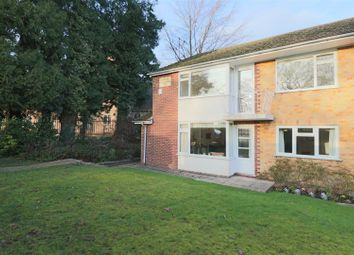 2 bed flat to rent in St. Christophers Green, Haslemere GU27