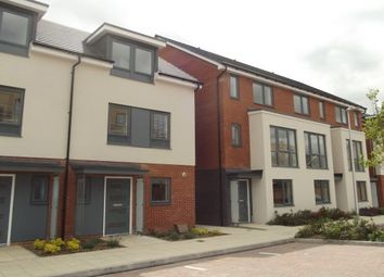 Thumbnail 3 bed town house to rent in Padworth Avenue, Reading