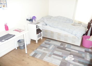 3 bed flat to rent in Hankey Place, Southwark, London SE1